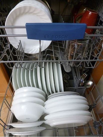 Picture of Dishwasher Attached With Kitchen